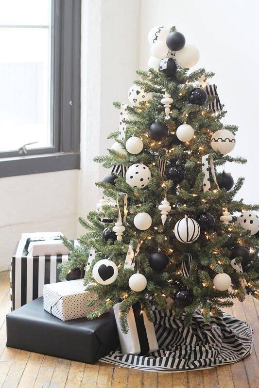 Como Enfeitar Árvore de Natal preto e branco