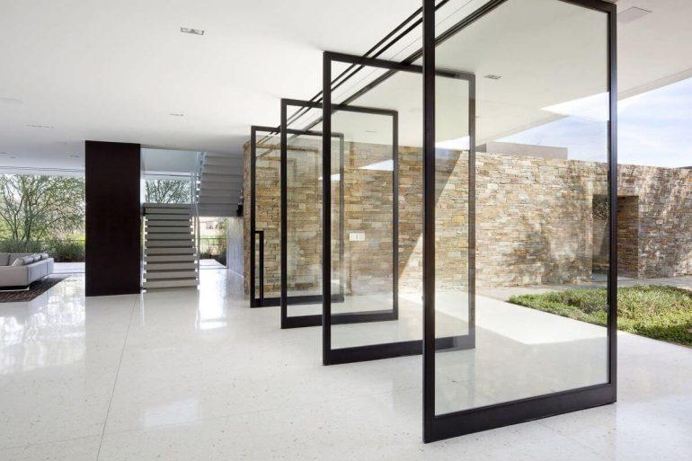 Modelo de porta de vidro para casas térreas