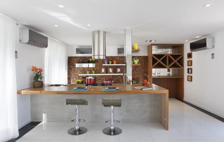 Pisos para cozinha com bairada diferente Projeto de Letícia Araújo