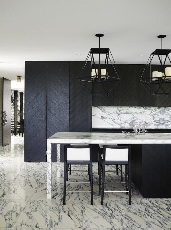 Traga elegância usando pisos para cozinha de mármore com manchas acinzentadas