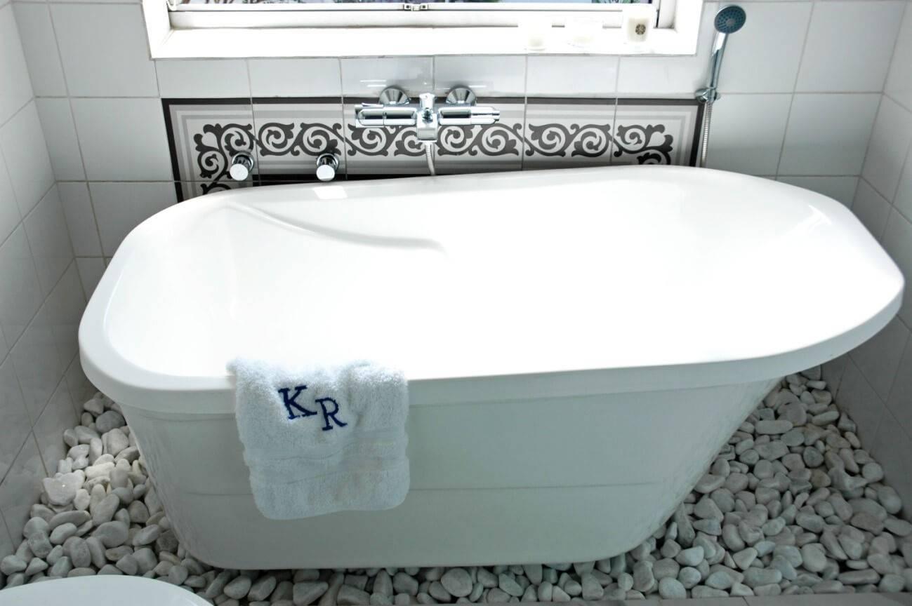 banheira com pedras