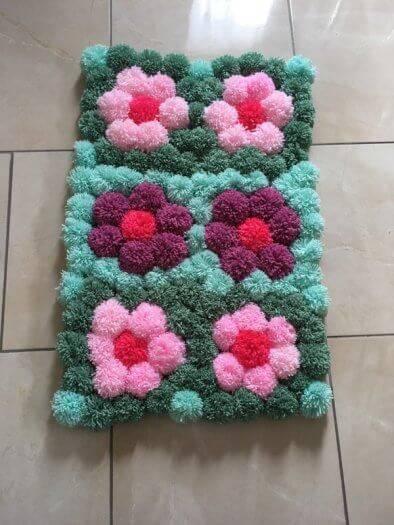 como fazer tapete de pompom florzinhas