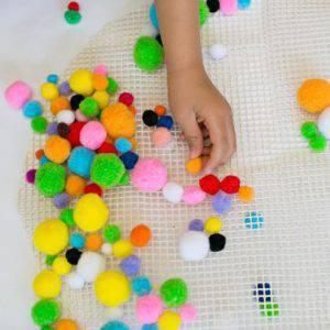 como fazer tapete de pompom passo 3