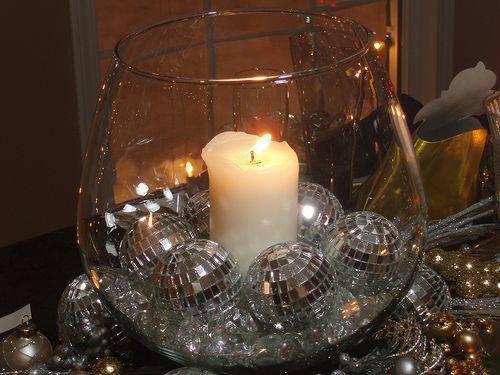 decoração de ano novo bolas no vasinho