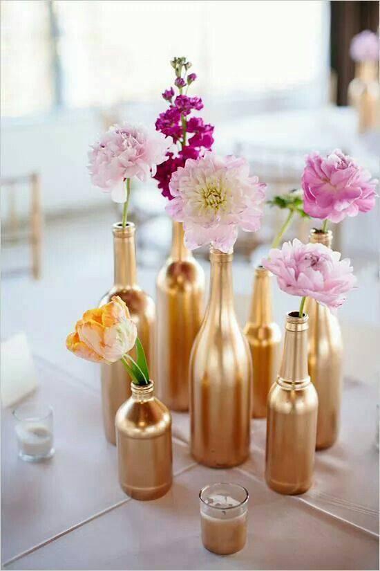 decoração de ano novo garrafas pintadas e flores