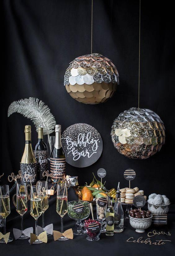 decoração de ano novo guloseimas e tacas decoradas