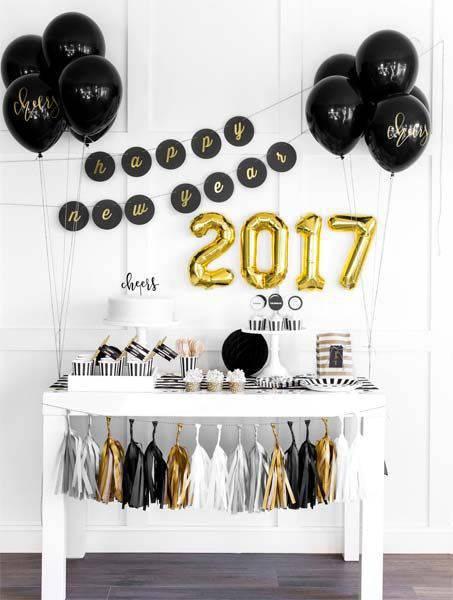 decoração de ano novo mesa preto e branco