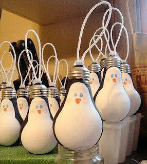 enfeite de natal reciclado lampada pinguim