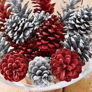enfeite de natal reciclado pinhas pintadas