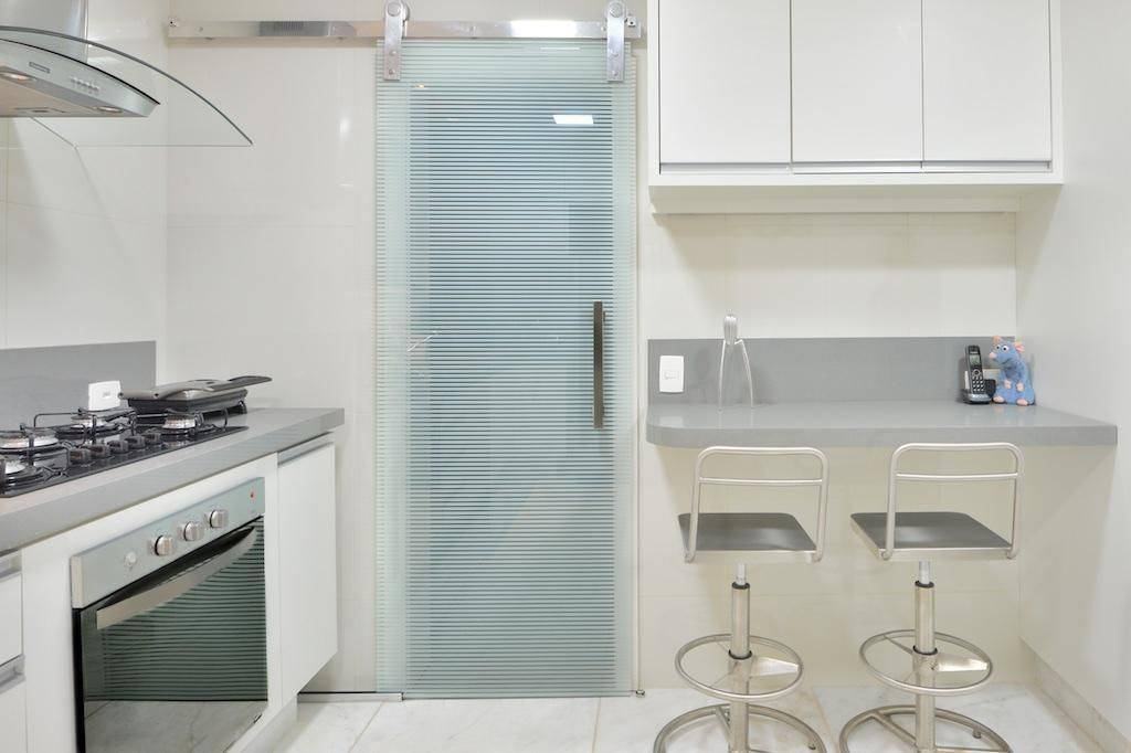 porta de vidro cozinha pequena paula muller 73936