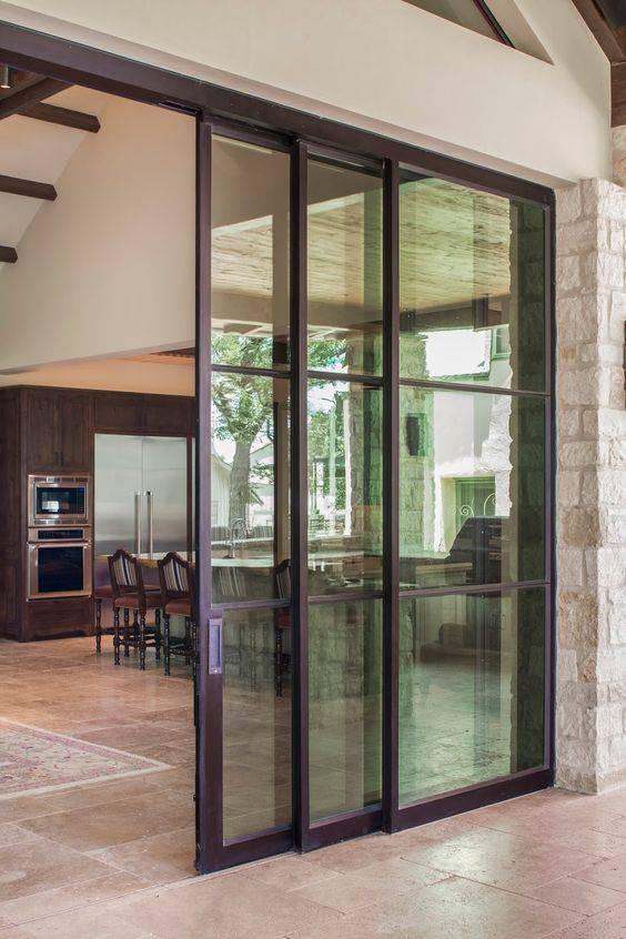 porta de vidro de correr com armacao de metal