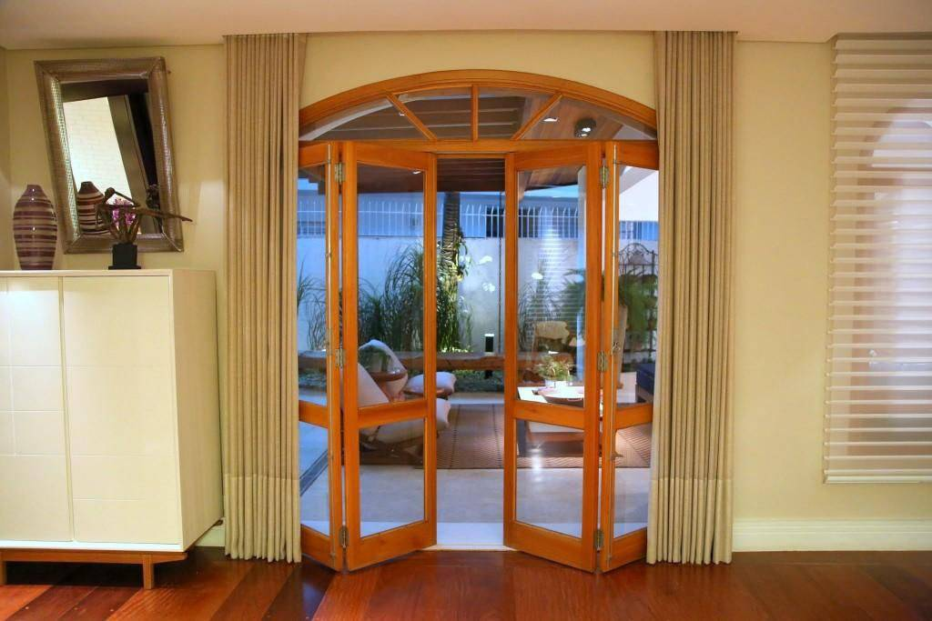 porta de vidro e madeira area externa meyer cortez 84878