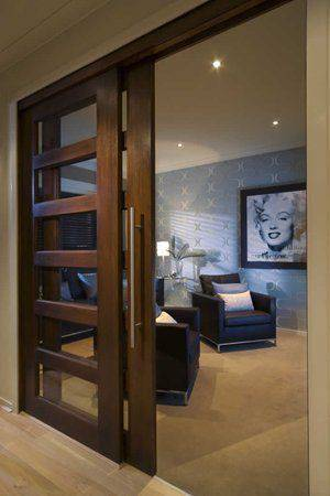 porta de vidro e madeira escura