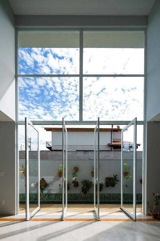 porta de vidro lateral corredor jaa arquitetos 3233