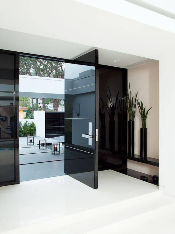 porta de vidro preta entrada escura