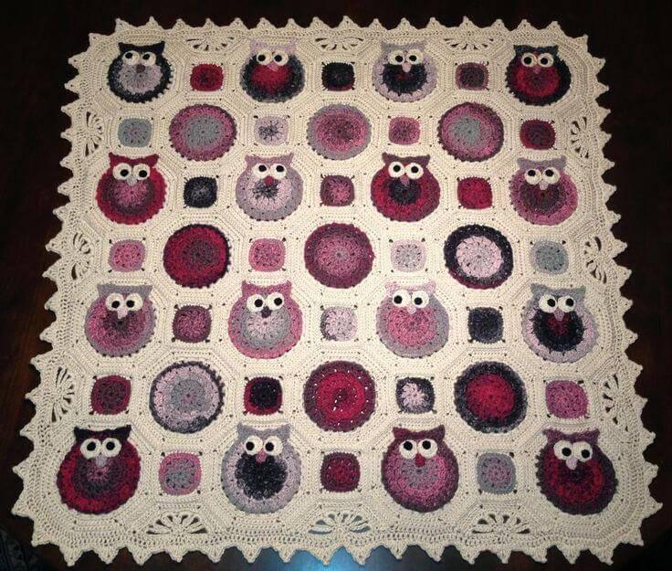tapete branco e ros Coruja de Crochê