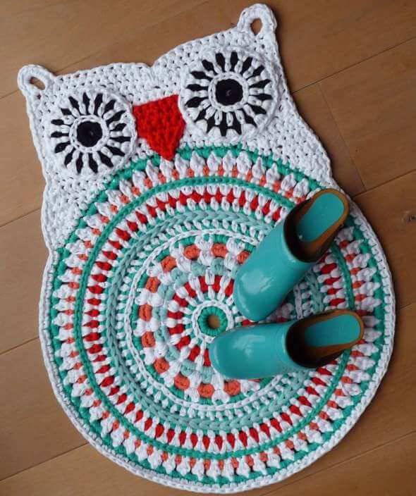 tapete de coruja de crochê branco e verde[