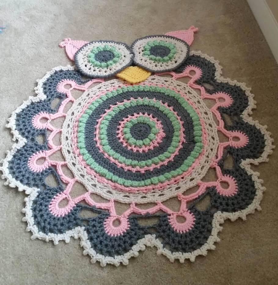 tapete rosa e cinza Coruja de Crochê