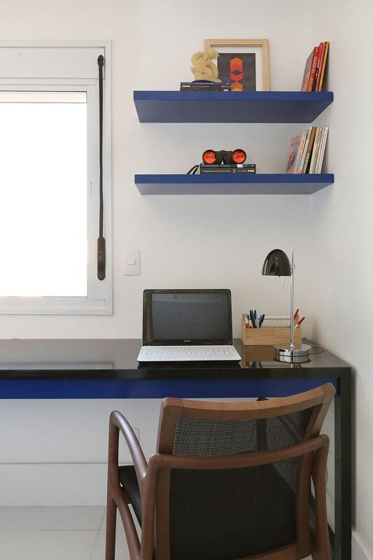 Prateleiras são ótimas para otimizar o espaço