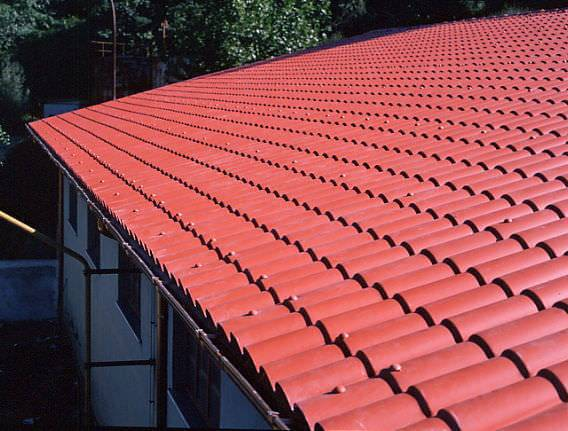 A telha de PVC é um dos tipos de telhas mais leves e resistentes