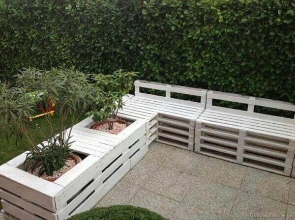 Artesanato em madeira no jardim