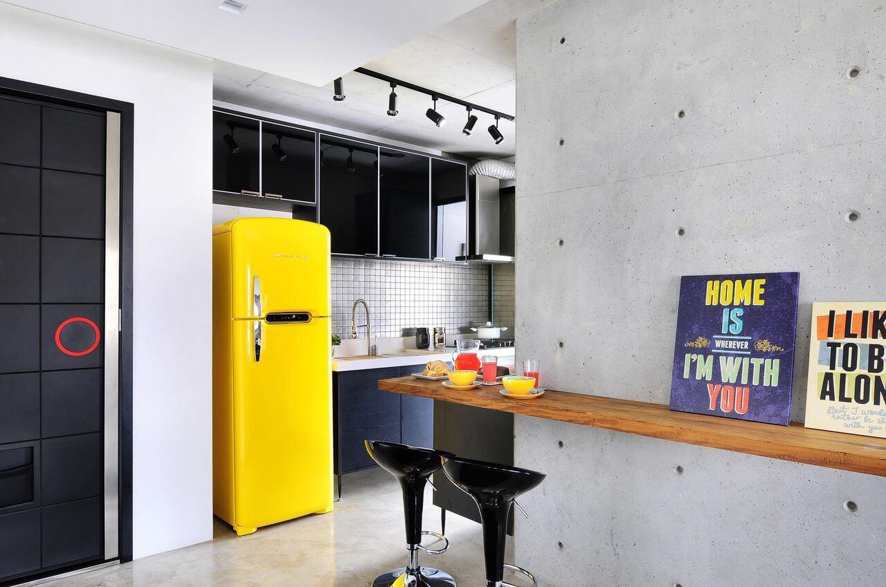 Cozinha planejada super moderna com piso de cimento queimado Projeto de Ibd Arquitetura