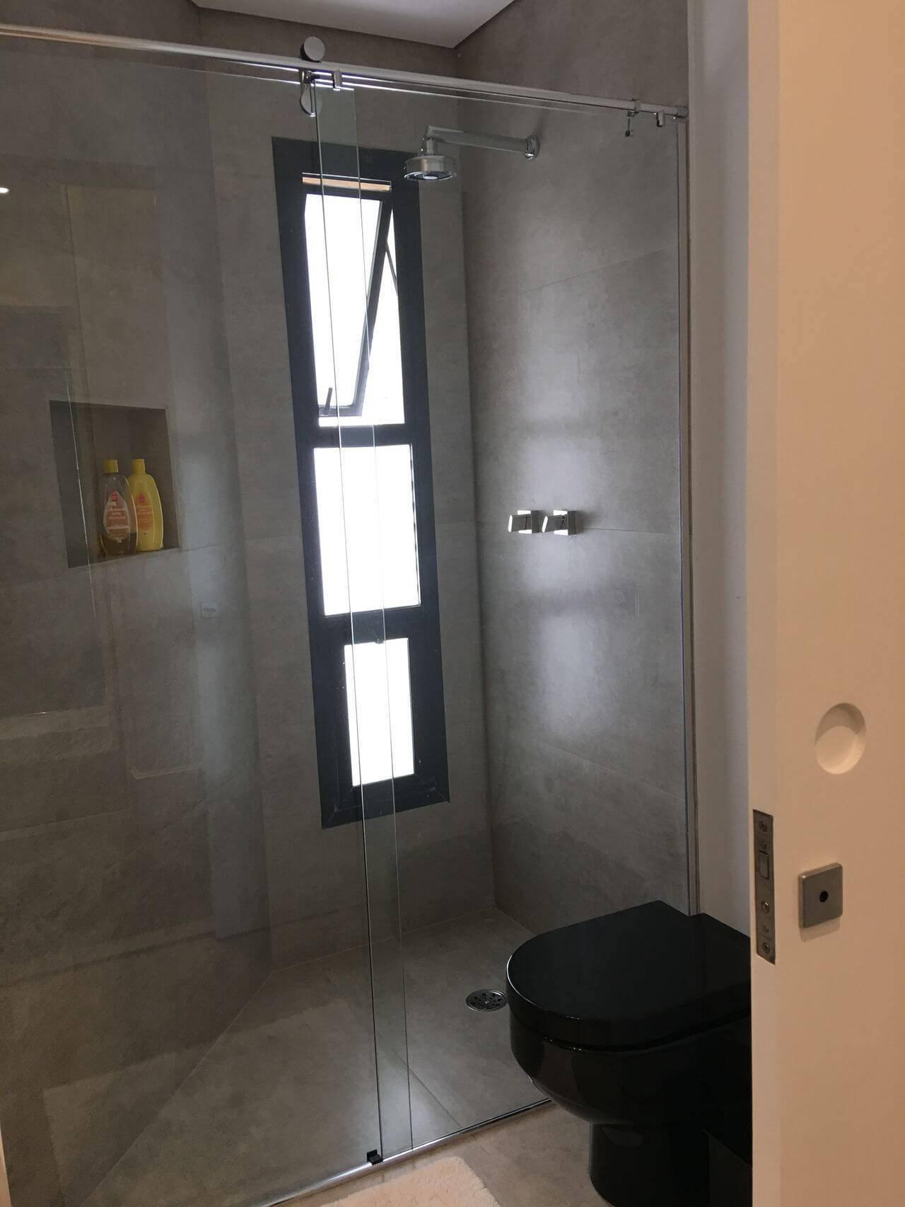 Decoração de banheiro com nicho embutido Projeto de Susana Requião