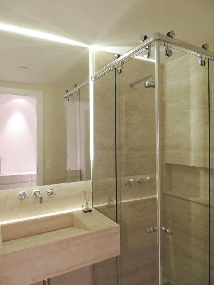 Decoração de banheiro em mármore com nicho Projeto de Ana Paula