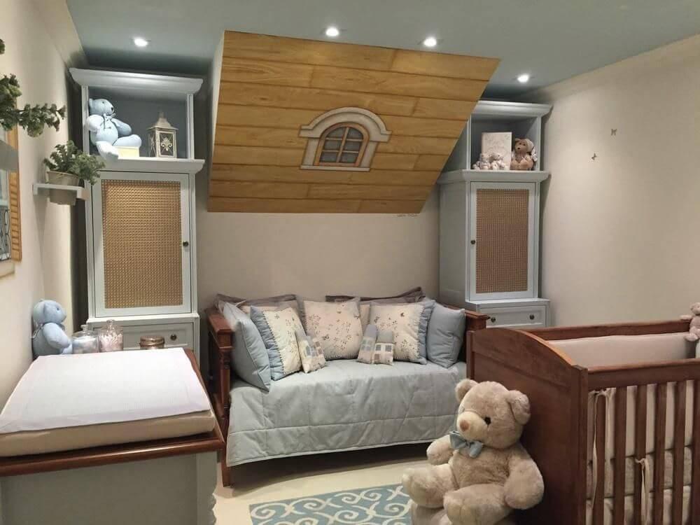Decoração de quarto de bebê azul com vários ursos de pelúcia Projeto de Lucia Tacla