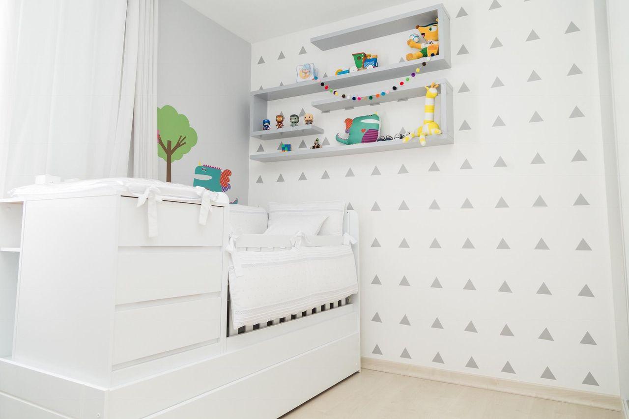 Decoração de quarto de bebê clean com poucos objetos de decoração Projeto de Patracia Bigonha Drummond