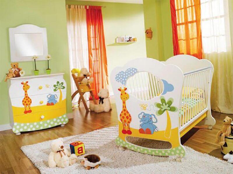 Decoração de quarto de bebê colorido