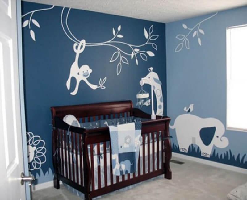 Decoração de quarto de bebê com desenhos de bichinhos na parede