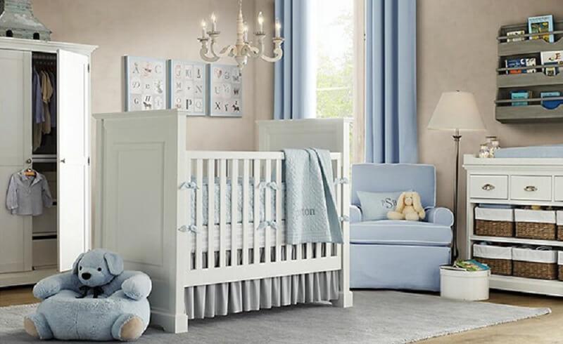 Decoração de quarto de bebê com ursinho e armário