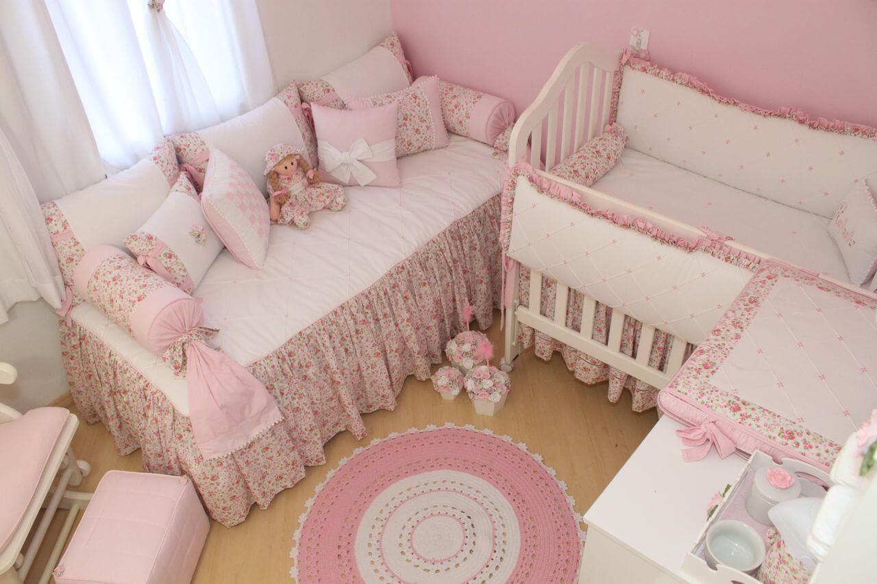 Decoração de quarto de bebê em rosa Projeto de Fernando Deca