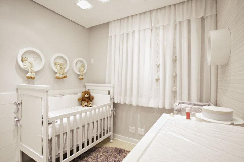 Decoração de quarto de bebê em tons neutros