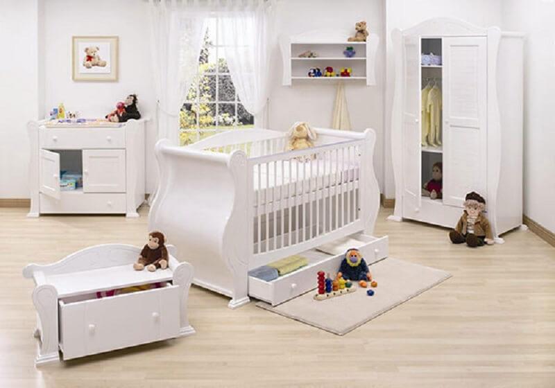 Decoração de quarto de bebê na cor branca