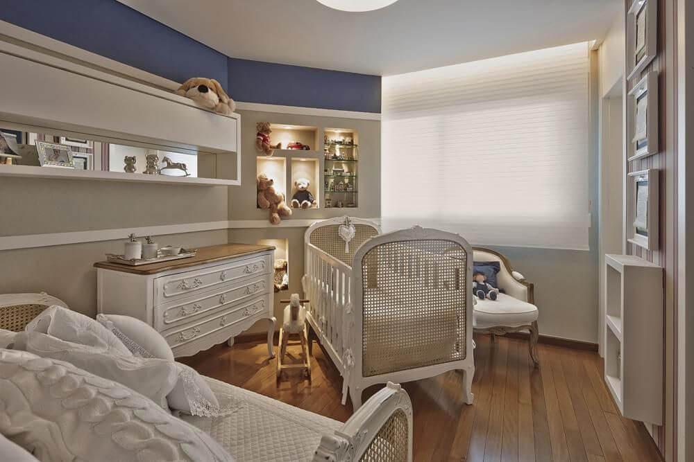 Decoração de quarto de bebê neutra com azul nos detalhes Projeto de Gislene Lopes