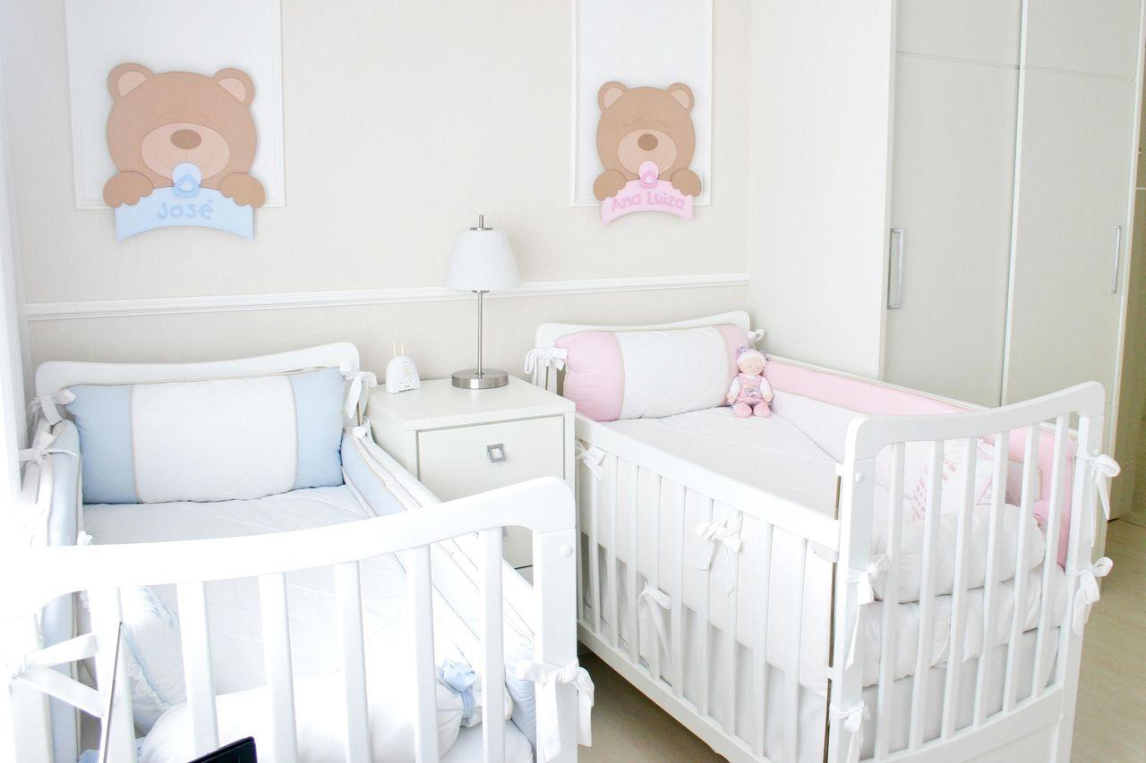 Decoração de quarto de bebê para menino e menina com base neutra, azul e rosa Projeto de Leiza Veiga