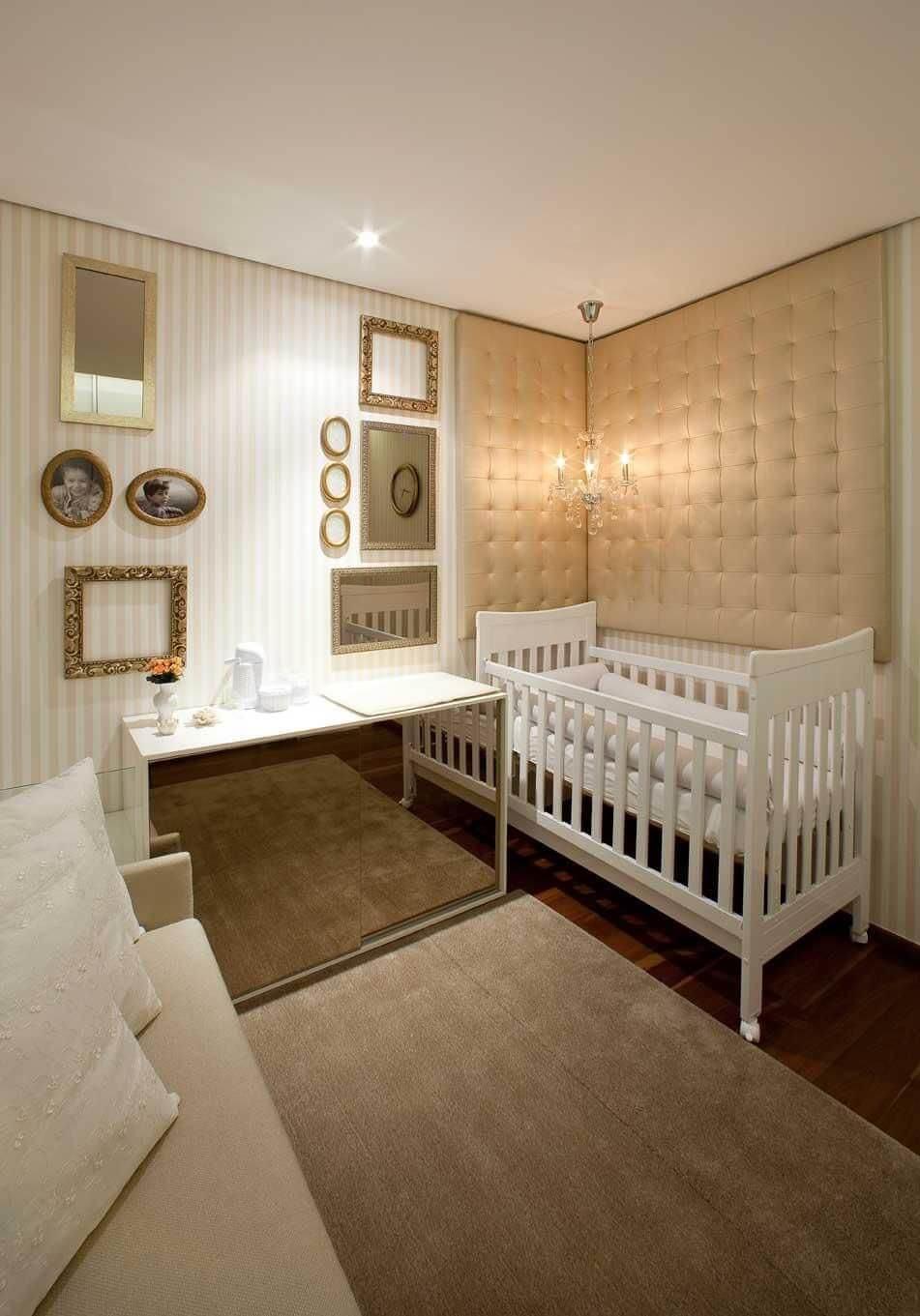Decoração de quarto de bebê sofisticada com bade branca e bege Projeto de LF Rezende