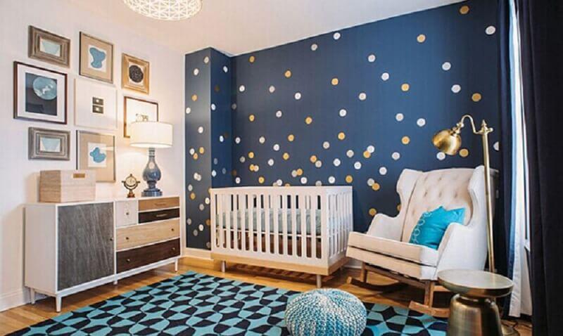 Decoração de quarto de bebe com parede personalizada