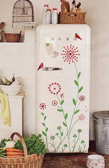 Deixe as flores se destacaram no acabamento da sua geladeira. Fonte: Pinterest