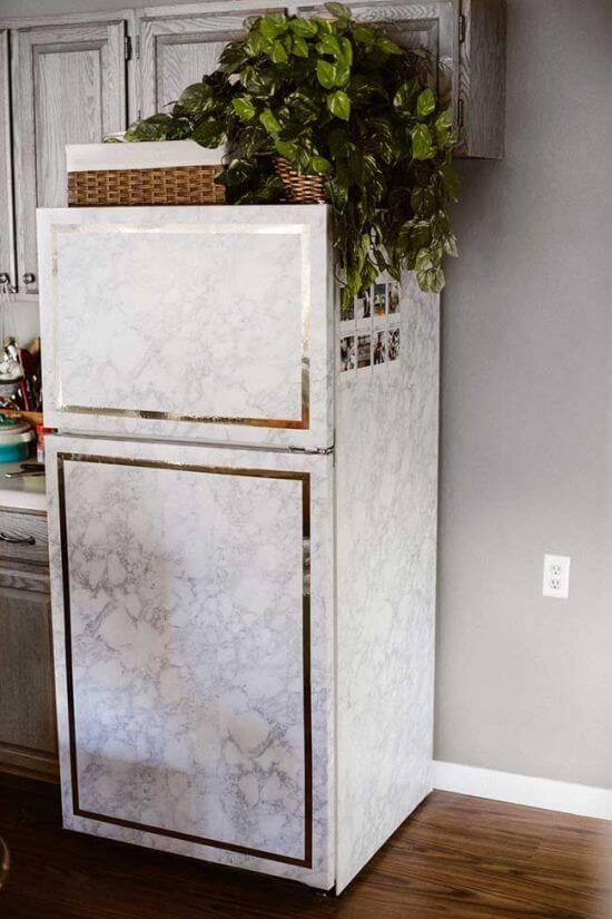 Envelopamento de geladeira com efeito marmorizado. Fonte: Pinterest