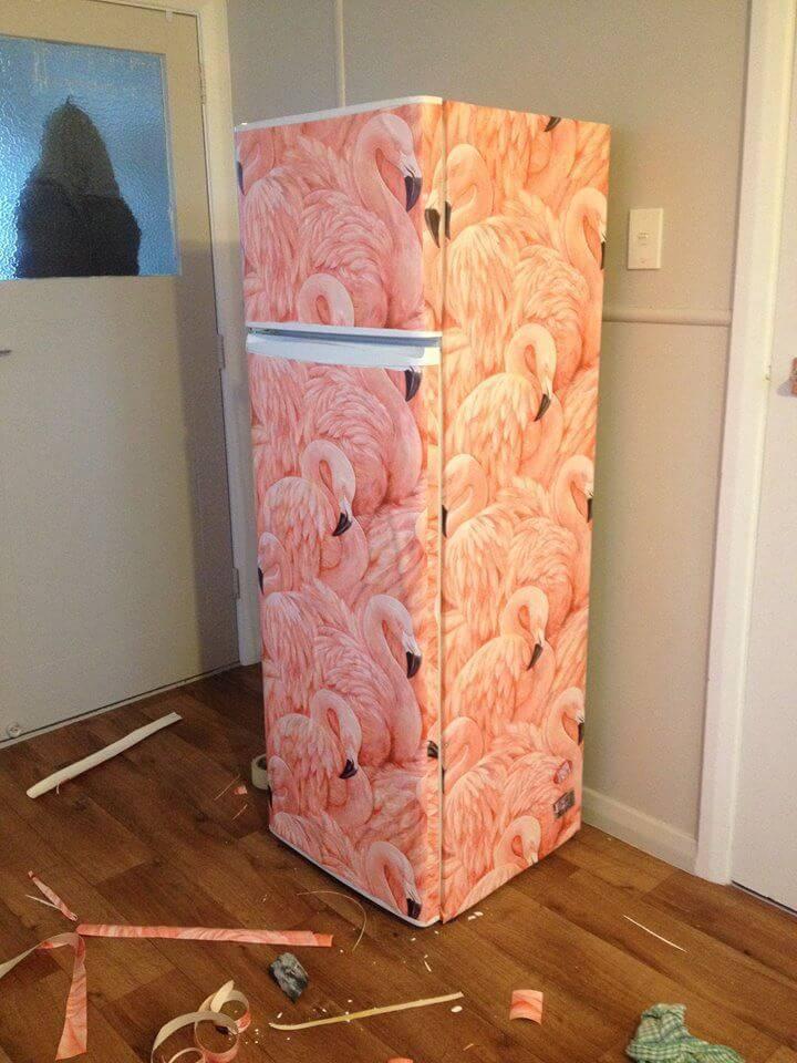Envelopamento de geladeira com estampa de flamingos