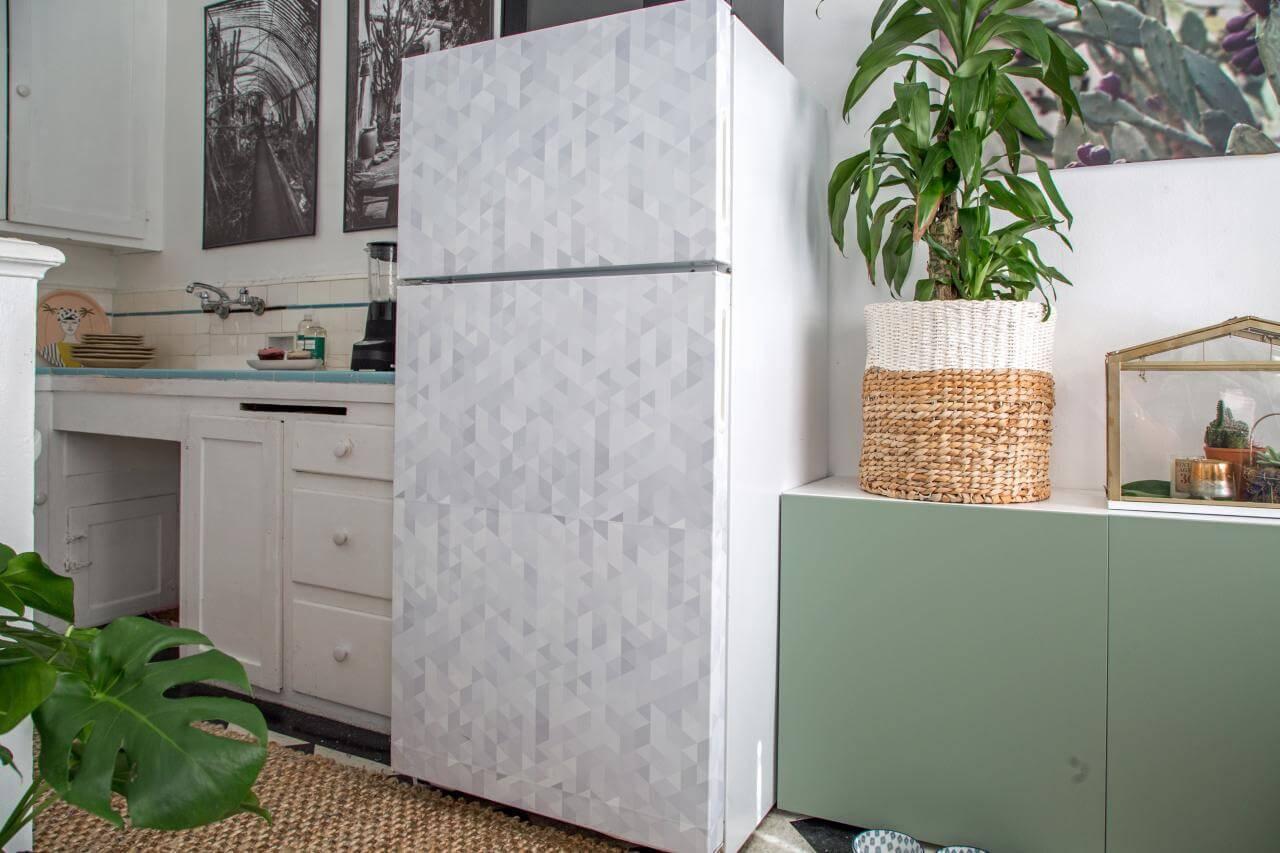 Envelopamento de geladeira com estampa geométrica clean