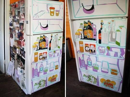 Envelopamento de geladeira divertida com estampa que imita o interior de uma geladeira