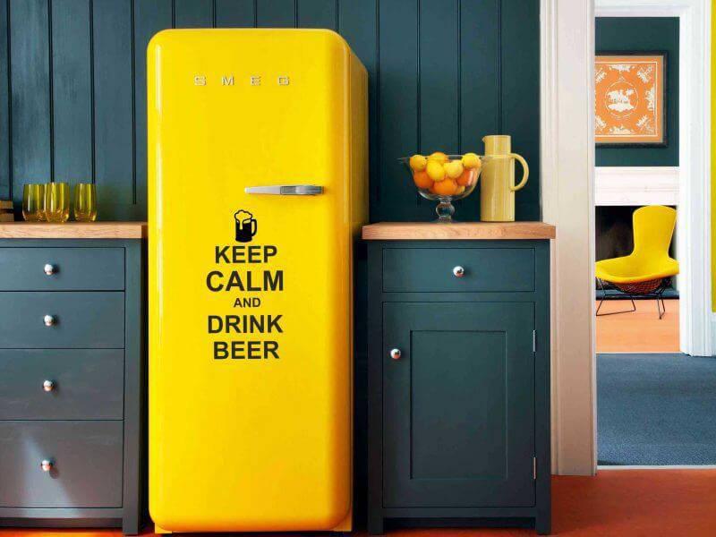 Envelopamento de geladeira em amarelo