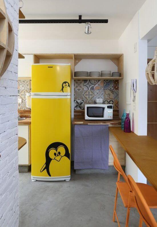 O envelopamento de geladeira com estampa de pinguim faz muito sucesso entre o público. Fonte: Pinterest