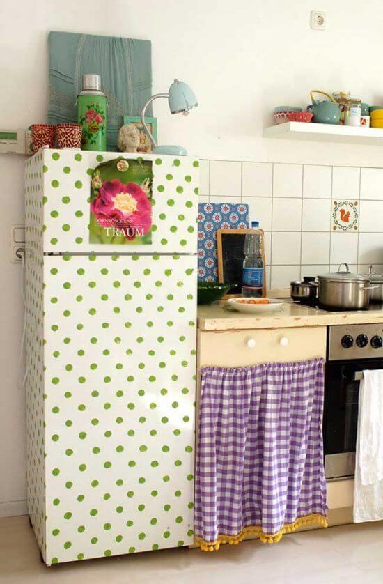 Os bolinhas verdes preenchem com charme a geladeira. Fonte: Pinterest