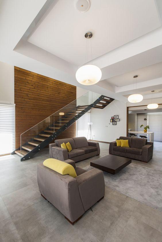 Sala com piso de cimento queimado e sofas cinza