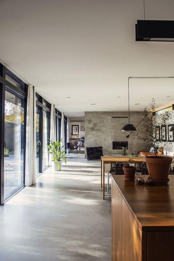 Sala de estar com piso de cimento queimado